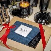 Jūsų patogumui siūlome jau supakuotus dovanų rinkinukus 🎁 Labai praktiška ir maloni dovanėlė : minkštas purus rankšluostis bei kvapni kortelė NUOSTABIOS AKIMIRKOS ✨ Rankšluostis 70*140 cm Kvapas: citrinžolė Medžiaga: ąžuolo lukštas Kvepia: iki 4-5 savaičių Kaina 20 eur#christmas #christmasgifts #giftideas #gift